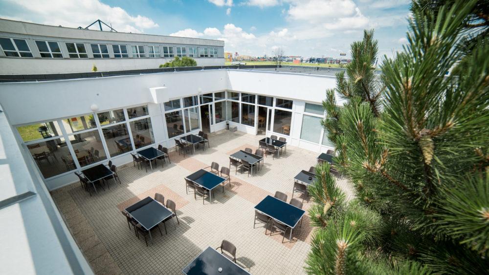 budova_ac_restaurant_pohlad_atrium_sedenie