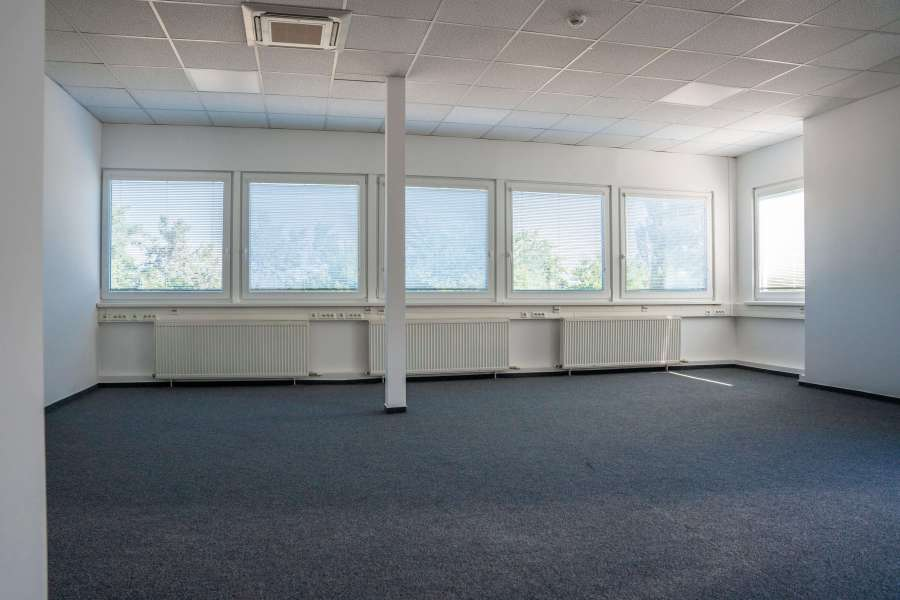 Kancelársky priestor 250 m2 v budove AB